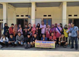 Foto Bersama Penilik dan Warga Belajar